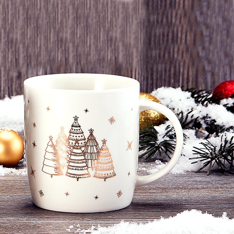 Karácsonyi bögre - fehér kerámia aranyozott fenyőfa mintával