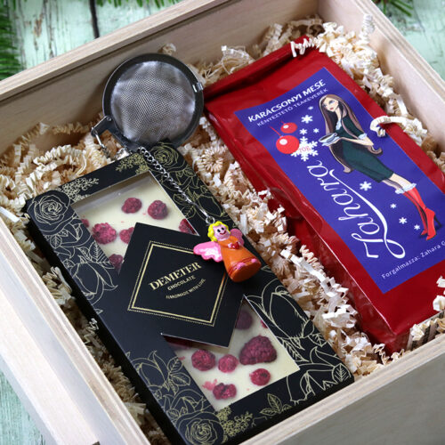 Karácsonyi fadobozos ajándékcsomag kézműves fehér csokoládéval, szálas gyümölcsteával, teatojással