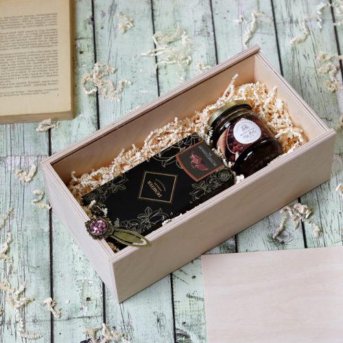 Fadobozos gasztroajándék csomag - könyvjelző, kávés rumos méz és kézműves csokoládé