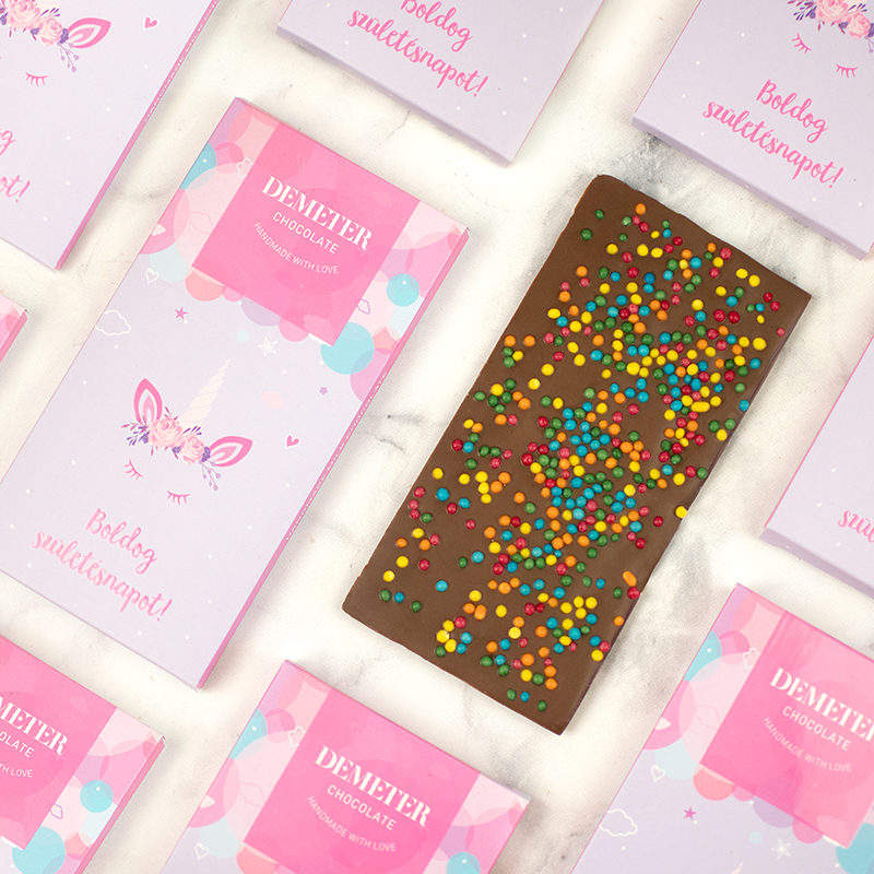 Kézműves tejcsokoládé cukorgyöngyökkel születésnapra - unikornisos