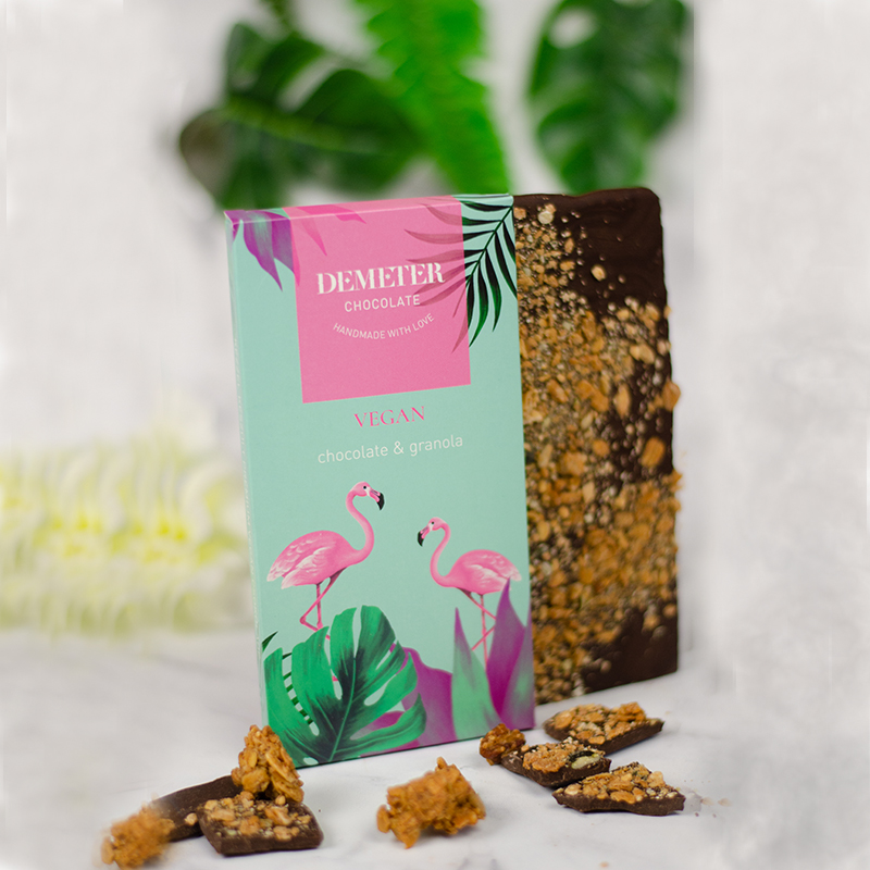 Vegán csokoládé - Demeter kézműves étcsokoládégranolával - flamingó mintás