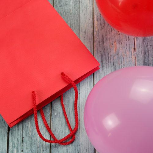Zsinórfüles papír ajándéktasak - piros