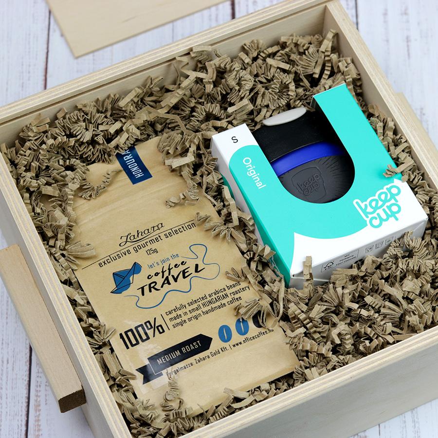 KeepCup és specialty kávé ajándékcsomag - gasztroajándék fadobozban