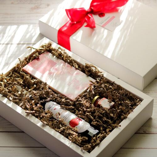 Berry love epres gyümölcsbor ajándékcsomag nőknek mézzel és ruby csokoládéval